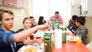 djeca-iz-koprivnickog-centra-sa-chefom-kuhinje-matom-jankovicem-thumb-300