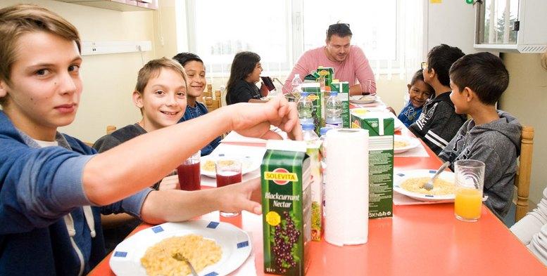 djeca-iz-koprivnickog-centra-sa-chefom-kuhinje-matom-jankovicem