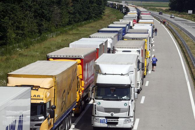 Kolona-kamiona-midi