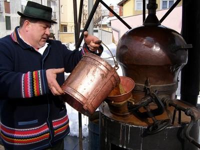tradicionalna-sljivovica-i-priprema-sljivovice-midi