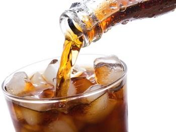 coca-cola-tocenje-ilustracija-midi