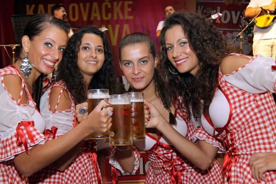 dani-piva_karlovcko-hostese1