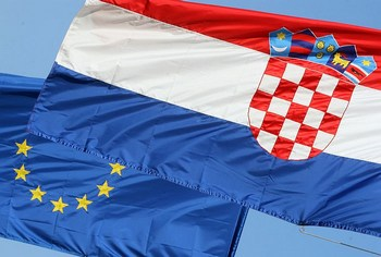 hrvatska-eu-zastave-midi