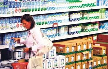 mlijeko-kupac-polica-trgovina-midi