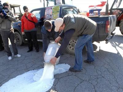 mljekari-mlijeko-prosvjed-midi