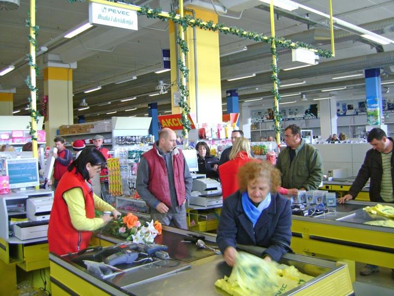 pevec-radnici-blagajna-large