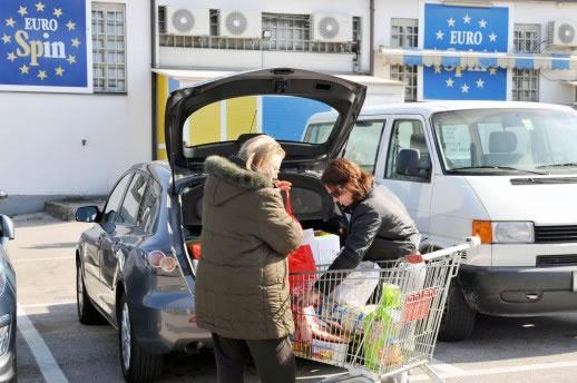 trgovina-kupci-automobil-midi