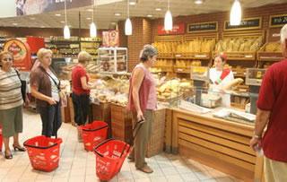 trgovina-kupci-kruh-midi