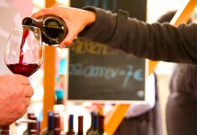 vino-konzumacija-tocenje-midi