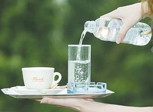 voda-kava-stol-midi